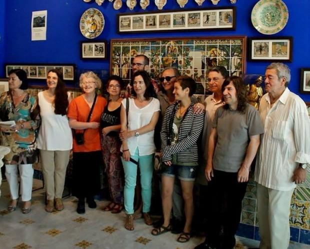 Els set poetes homenatjats, al costat dels directors de la Festa de la Poesia de Sitges, Cèlia Sànchez-Mústich i Joan Duran, la poeta Vinyet Panyella i el besnét de Santiago Russiñol, al Cau Ferrat.