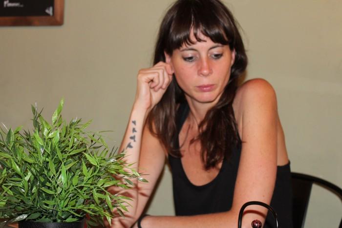 Hem entrevistat la poeta Mireia Calafell, guanyadora del Premi Lletra d'Or 2015 pel llibre 'Tantes mudes' | Foto: Laura Basagaña.