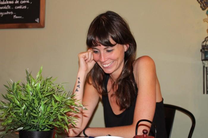 Hem entrevistat la poeta Mireia Calafell, guanyadora del Premi Lletra d'Or 2014 pel llibre 'Tantes mudes' | Foto: Laura Basagaña.