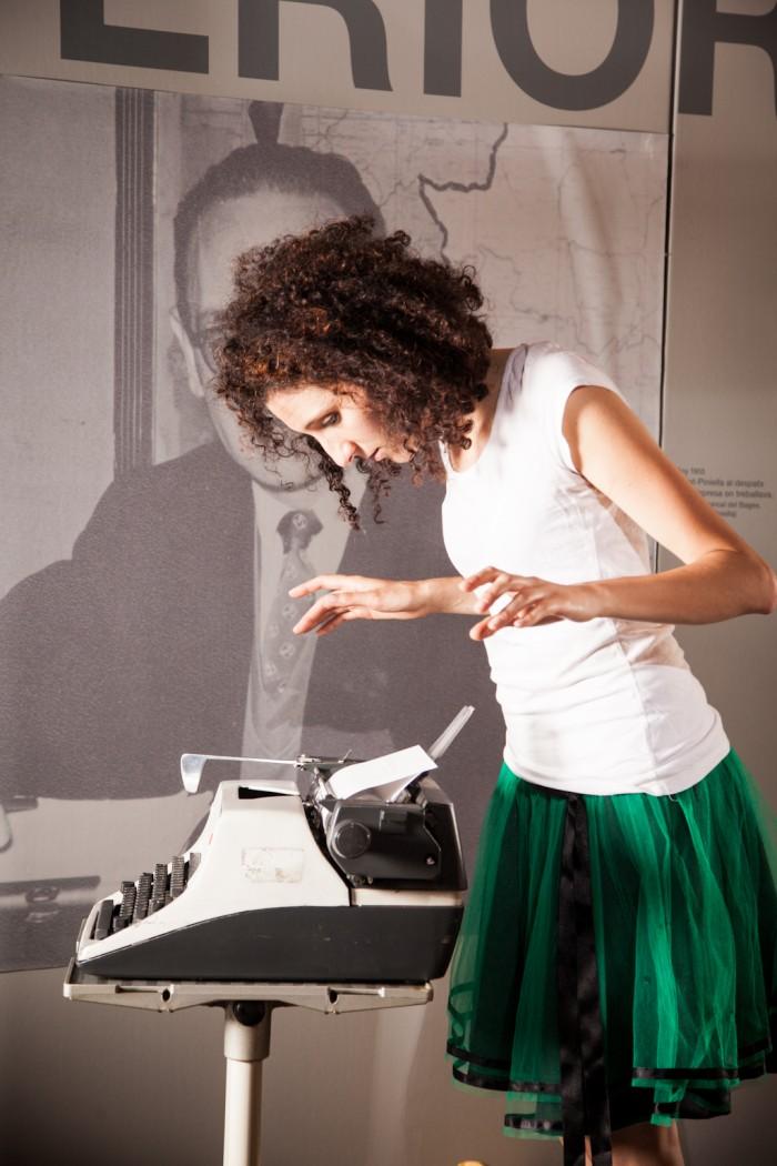 El dia 28 tindrà lloc el Vermut Poètic amb Adriana Bertrán, al Festival Acròbates | Foto: Festival Acròbates.