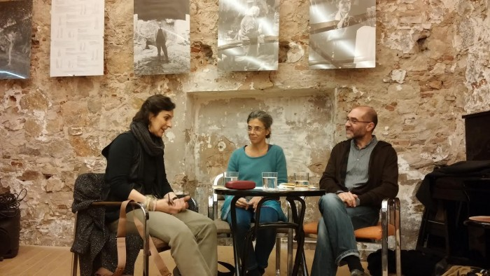 Valeria Bergalli, Anna Casassas i Xavier Montoliu van conversar sobre la vida i l'obra de l'escriptor romanès Panait Istrati a la Llibreria Calders | Foto: Laura Basagaña.