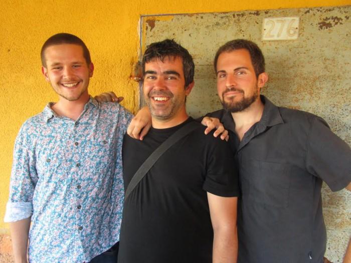 Sebastià Portell Clar, Joan Todó i Jaume C. Pons Alorda, autors del llibre de contes 'La recerca del flamenc' publicada per LaBreu Edicions . Foto: Ester Andorrà