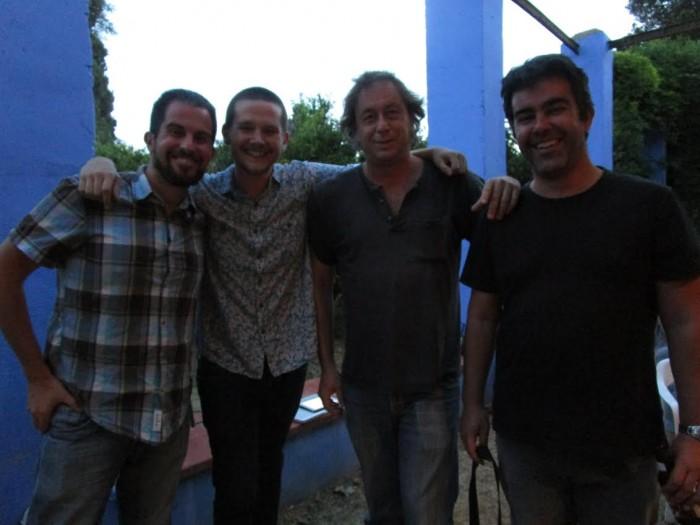 Els escriptors de 'La recerca del flamenc', acompanyats d'Albert Hernàndez, propietari de Mas de Bernis, residència literària dels autors durant una setmana . Foto: LaBreu Edicions.