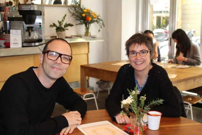Els escriptors Albert Forns i Anna Ballbona, guanyador i finalista del Premi Llibres Anagrama de Novel·la| Foto: Laura Basagaña.