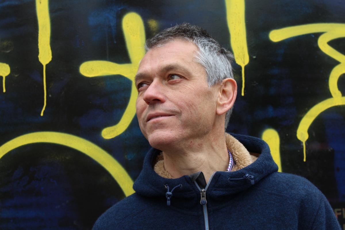 """Lluís Calvo: """"La poesia i l'assaig són el hardcore del sentiment i la pensa"""""""