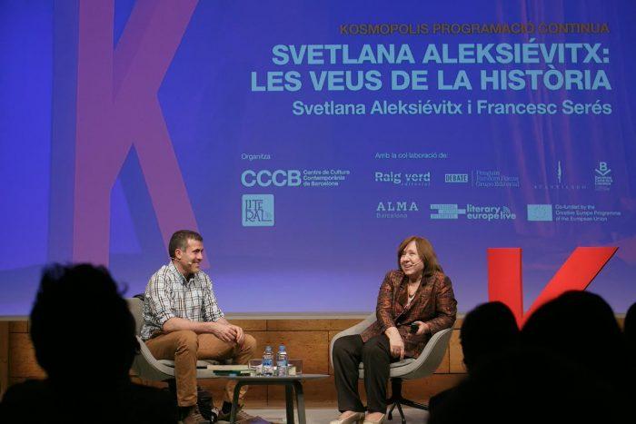 Svetlana Aleksiévitx conversa amb Francesc Serés al Festival Kosmopolis | Foto: Miquel Taverna.