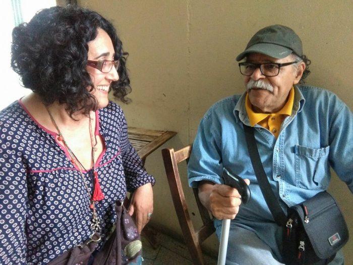 L'artista sitgetana Núria Corretgé amb el poeta Orlando Guillén | Foto: Carles Arola.