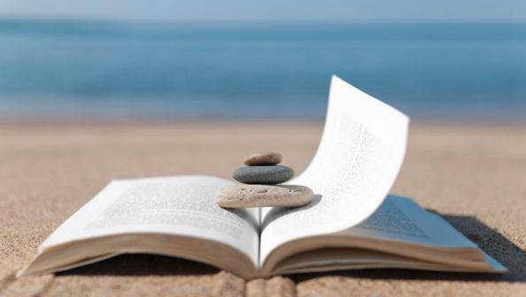 Moments de plaer lector a l'aire lliure.