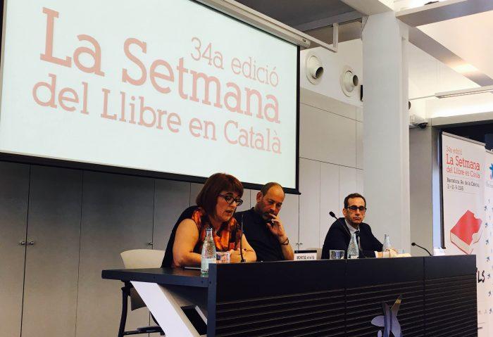 Montse Ayats, presidenta de l'AELLC, Joan Sala, president de La Setmana, i Valentí Farràs, director del Caixafòrum en roda de premsa | Foto: Antònia Massanet.
