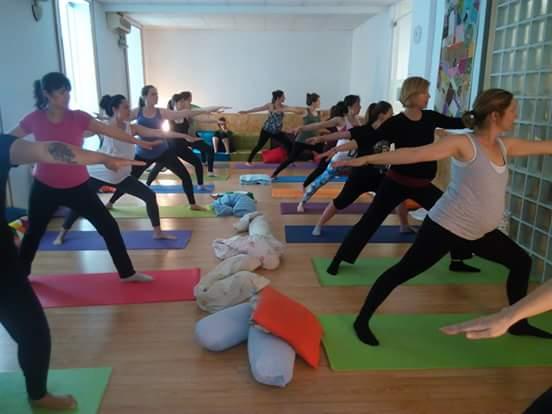 Una sessió de ioga prenatal a l'espai Mamayoga | Foto: Mamayoga.