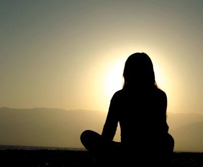 El ioga i la meditació ajuden a la preparació dels canvis que viu el cos durant l'època de gestació   Foto: Unsplash.