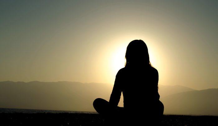 El ioga i la meditació ajuden a la preparació dels canvis que viu el cos durant l'època de gestació | Foto: Unsplash.
