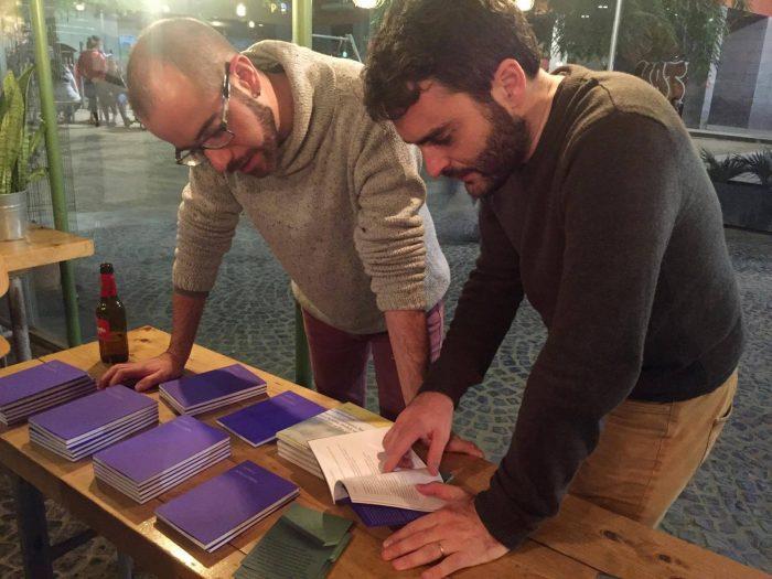 Els editors Joan Duran i Esteve Plantada, de Terrícola Edicions | Foto: Júlia Català.